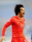 图文:[四国赛]韩国1-1日本 廉基勋怒吼庆祝