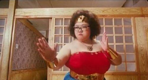 屄的电影_肥姐在《富贵逼人》中的幽默扮相