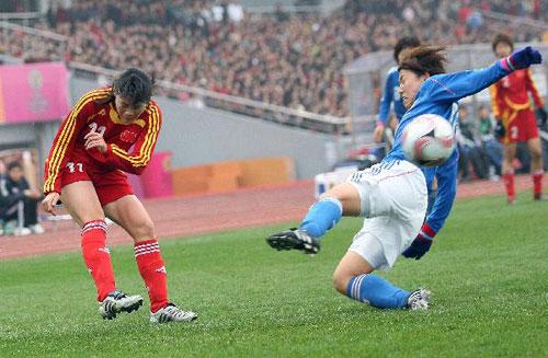 图文:[四国赛]中国VS日本 谢彩霞起球传中