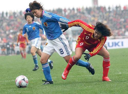 图文:[四国赛]中国VS日本 韩端遭拦防