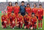 图文:[四强赛]中国0-3日本 中国女足赛前合影
