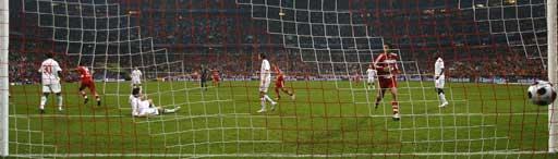 图文:[德甲]拜仁1-1汉堡 泽罗伯托破网