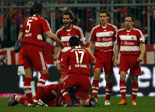 图文:[德甲]拜仁1-1汉堡 拜仁庆祝进球