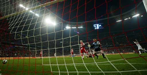 图文:[德甲]拜仁1-1汉堡 卡恩望球兴叹