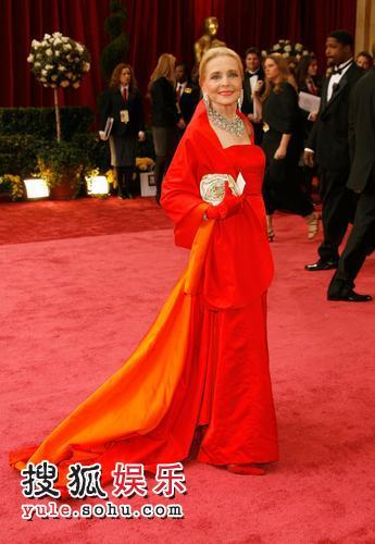 图:80奥斯卡红毯 安妮-杰弗里大红长裙