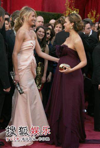 图:80奥斯卡红毯 卡梅隆与奥尔芭亲似姐妹