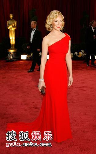 图:80奥斯卡红毯 凯瑟琳-海格尔大红长礼服