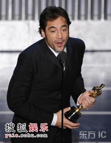 图:颁奖礼现场 贾维尔-巴尔登获最佳男配角 20080225_07354