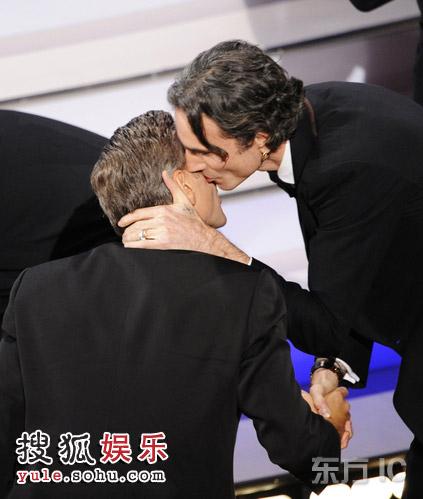 图:现场 丹尼尔-戴获最佳男主 亲吻男性友人