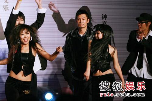 余文乐High翻舞台