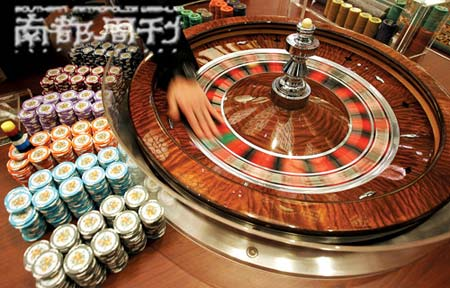 澳门新葡京赌场,飞速转动的俄罗斯转盘挑动着金钱和欲望。