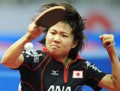 图文:日本女团3-2击败韩国 日本选手回球