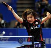图文:日本女团3-2击败韩国 福原爱秀发飞扬