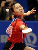 图文:日本女团3-2击败韩国 文炫晶奋力回球