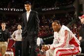 图文:[NBA]火箭VS奇才 姚麦'分裂'