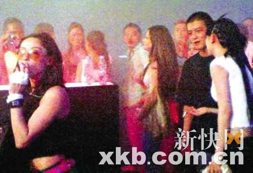 陈冠希(右二)和张柏芝(左一)都是派对的常客