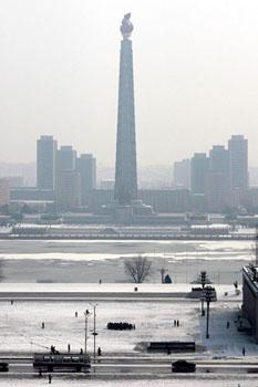 平壤大同江岸边的主体思想塔,高150米。