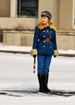 平壤的女交警是街头一道靓丽的风景。