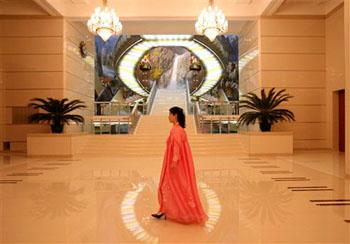 富丽堂皇的万寿台艺术剧场。