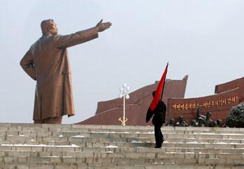 伟大领袖指引朝鲜人民的前进方向。