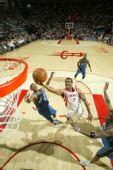 图文:[NBA]火箭VS奇才 海德上篮