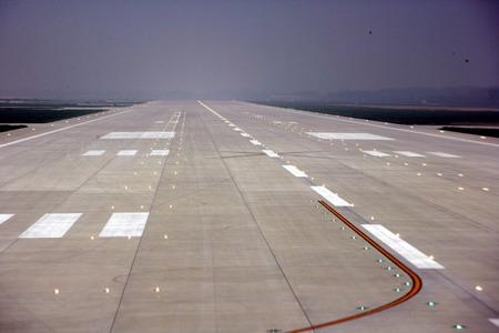 机场跑道第三跑道