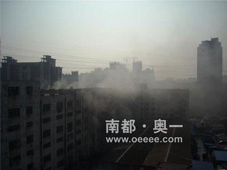 大厦浓烟滚滚