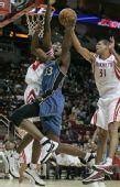 图文:[NBA]火箭VS奇才 穆大叔巴蒂尔双人防守