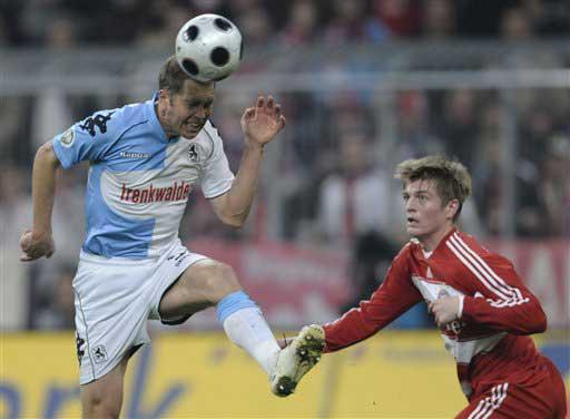 图文:[德国杯]拜仁1-0胜1860 克罗斯落后一步