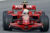图文:[F1]巴塞罗那试车第三日 马萨准备入弯