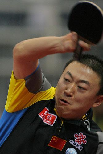 图文:中国男团VS意大利男团 马琳大力挥杀