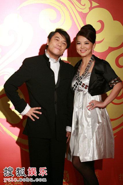 图:搜狐十年庆典红毯 庆典主持人蔡康永与李湘