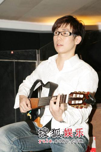 品冠彈吉他