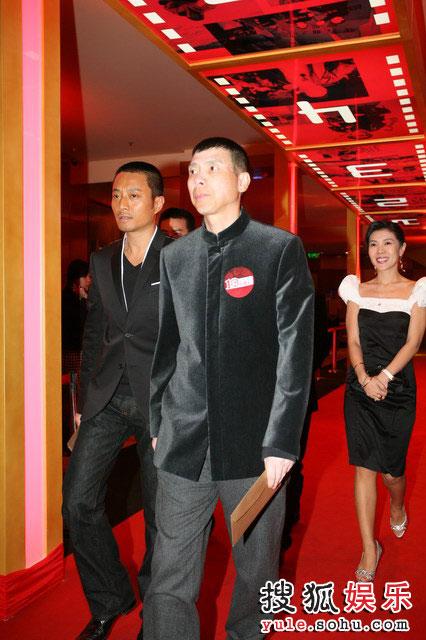 图:搜狐十年庆典红毯 冯小刚与张涵予
