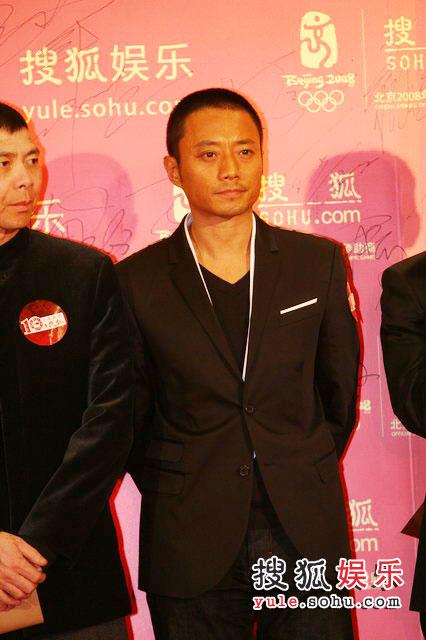 图:搜狐十年庆典红毯  张涵予一脸严肃