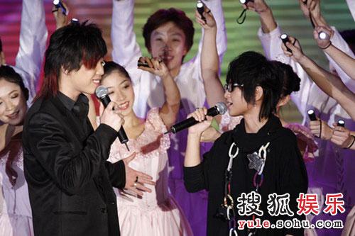图:搜狐十年庆典现场 胡彦斌周笔畅对唱
