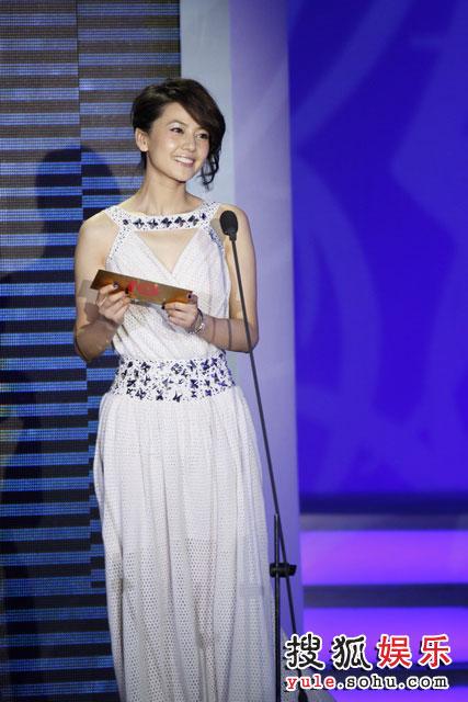 图:现场 高圆圆揭晓十年最受欢迎女演员