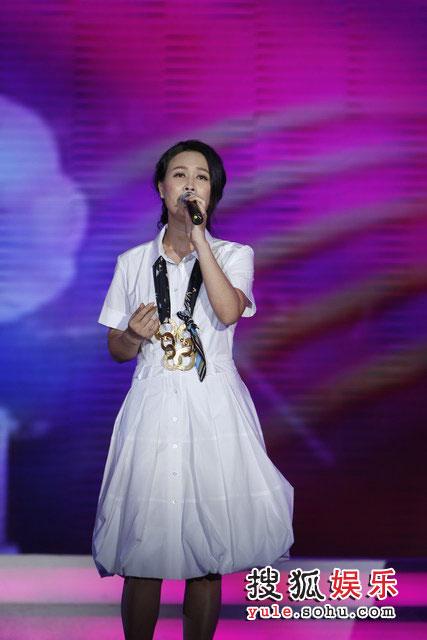 图:搜狐十年庆典 那英演唱《爱要有你才完美》