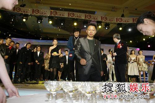 图:搜狐十年庆典现场 张朝阳与众星