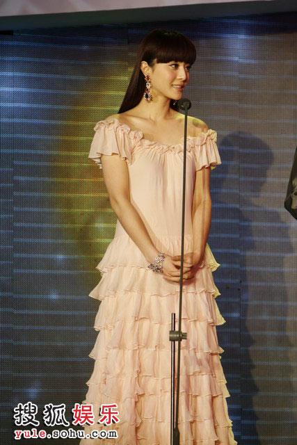 图:搜狐十年庆典现场 范冰冰衣着优雅