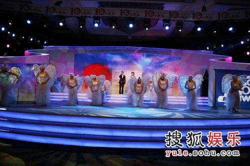 图:搜狐十年庆典现场 歌舞表演