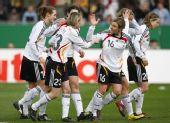 图文:[女足]中国0-2德国 德国队欢庆