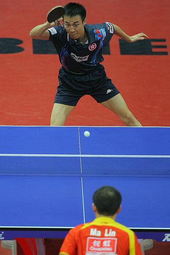 图文:中国男乒VS中国香港 李静和马琳台面僵持