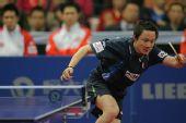 图文:中国男乒3-0战胜中国香港 张钰左侧救球