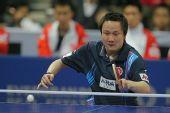 图文:中国男乒3-0战胜中国香港 张钰正手回球