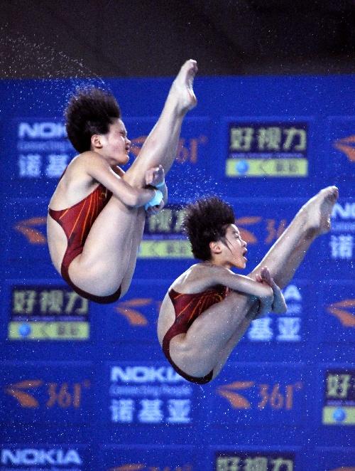 图文:王鑫/陈若琳10米台夺冠 两人配合默契