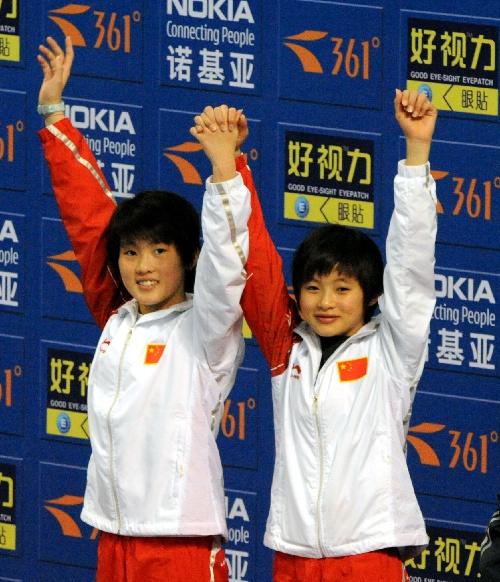 图文:王鑫/陈若琳10米台夺冠 双双登上领奖台