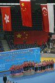 图文:世乒赛中国队成功卫冕 国旗冉冉升起中