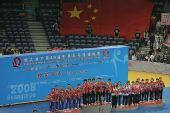 图文:世乒赛中国队成功卫冕 升国旗并奏国歌