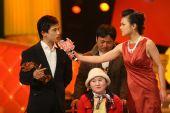 2008新娱乐慈善群星会 黄豆豆和受助女孩